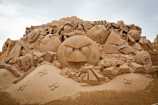 Amazing Sand Sculpture Of Angry Birds In Victoria, Australia