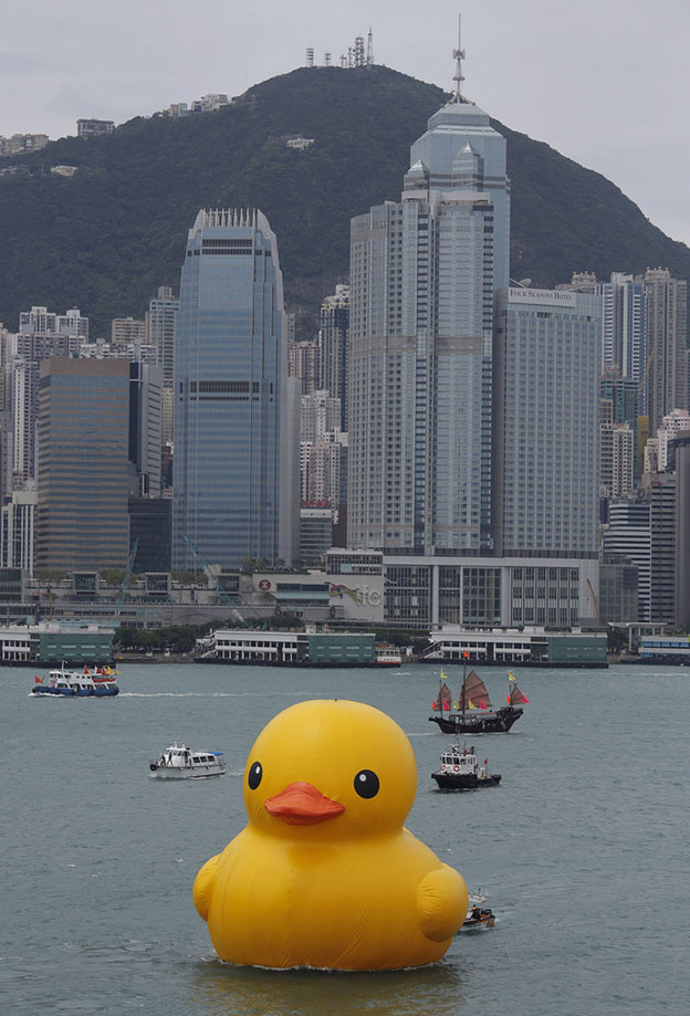 Florentijn Hofman's Giant Rubber Duck Floats Into Hong Kong Harbour